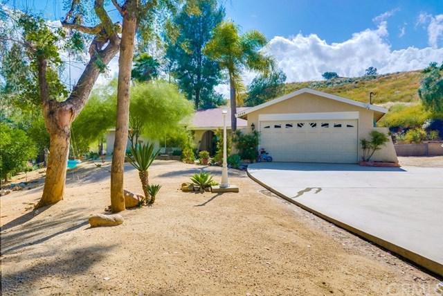 8640 Glen Road, Corona, CA 92883 (#IV19116587) :: Fred Sed Group