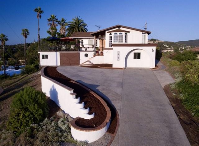1261 Airborne St, Vista, CA 92084 (#190027826) :: Abola Real Estate Group