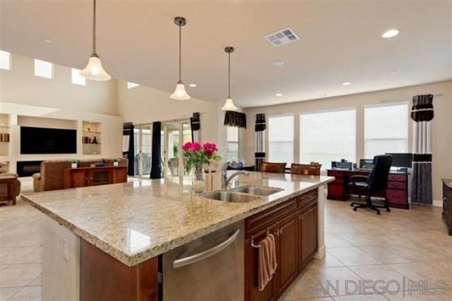 1532 Avila Lane, Vista, CA 92083 (#190027893) :: Abola Real Estate Group