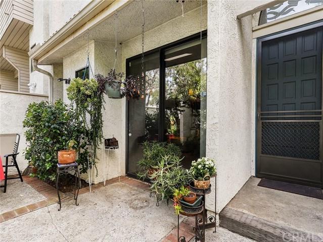 18701 Hatteras Street #5, Tarzana, CA 91356 (#BB19109998) :: Fred Sed Group