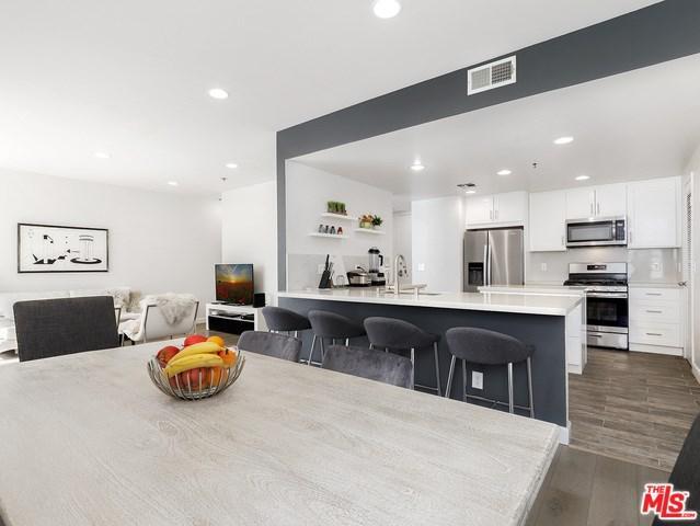 5350 White Oak Avenue #314, Encino, CA 91316 (#19469932) :: Ardent Real Estate Group, Inc.