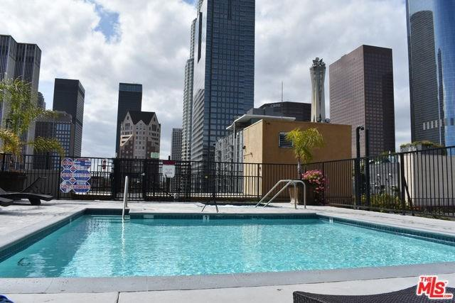 312 W 5TH Street #524, Los Angeles (City), CA 90013 (#19470204) :: Heller The Home Seller