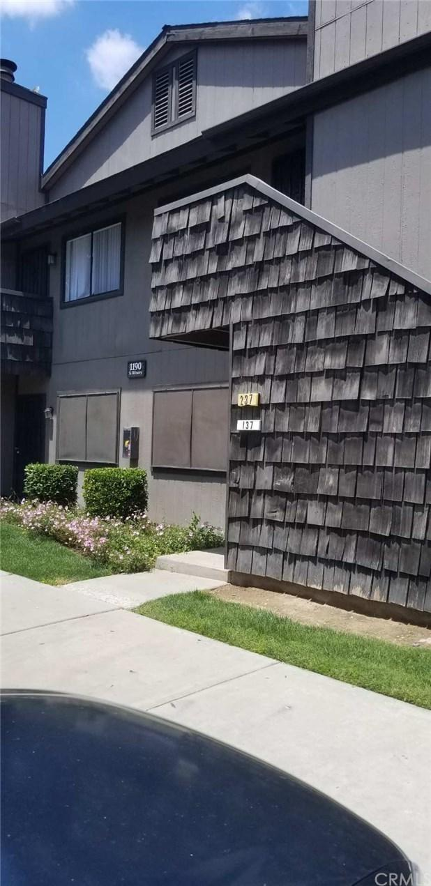 1190 S Winery Avenue #137, Fresno, CA 93727 (#MD19122179) :: Heller The Home Seller