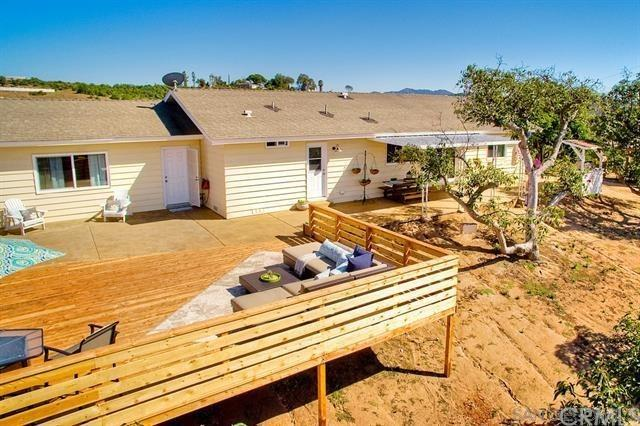 31725 Rancho Amigos Road, Bonsall, CA 92003 (#SW19127411) :: The Marelly Group | Compass