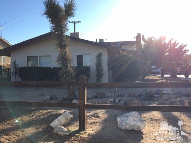 7428 Acoma, Yucca Valley, CA 92284 (#219016683DA) :: RE/MAX Masters