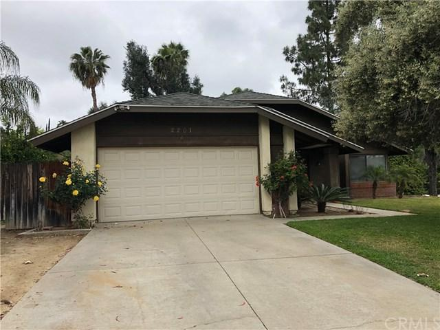 2201 Trafalgar Avenue, Riverside, CA 92506 (#IV19140806) :: The DeBonis Team