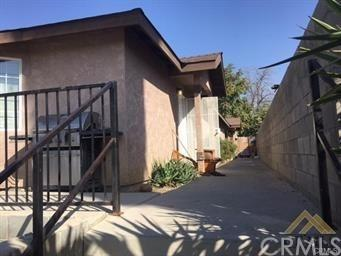 1214 Height Street, Bakersfield, CA 93305 (#SB19141503) :: Team Tami