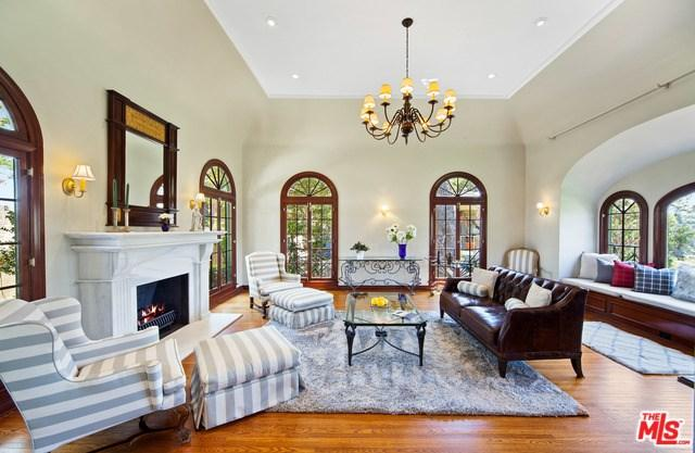 2831 Hollyridge Drive, Los Angeles (City), CA 90068 (#19477982) :: Heller The Home Seller