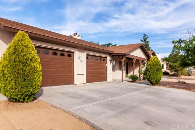 7429 Chippewa, Yucca Valley, CA 92284 (#JT19138912) :: Fred Sed Group