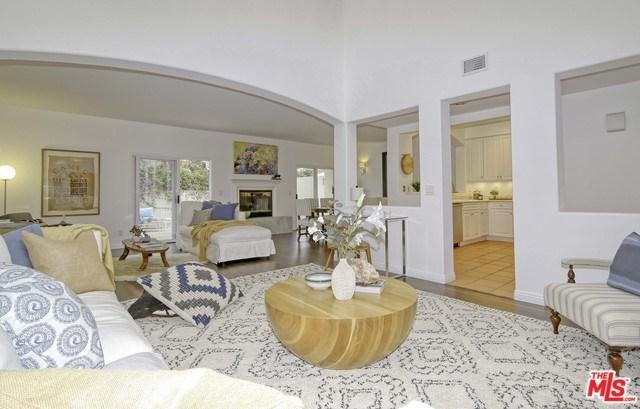 6435 Zumirez Drive #9, Malibu, CA 90265 (#19480150) :: Berkshire Hathaway Home Services California Properties