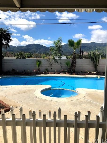 1678 Beryl Lane, Corona, CA 92882 (#IG19148269) :: Heller The Home Seller