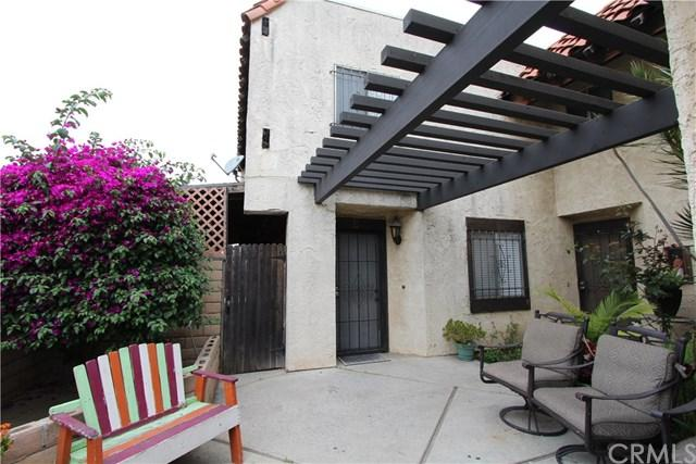 5951 Corona Avenue E, Huntington Park, CA 90255 (#DW19149920) :: The Marelly Group | Compass
