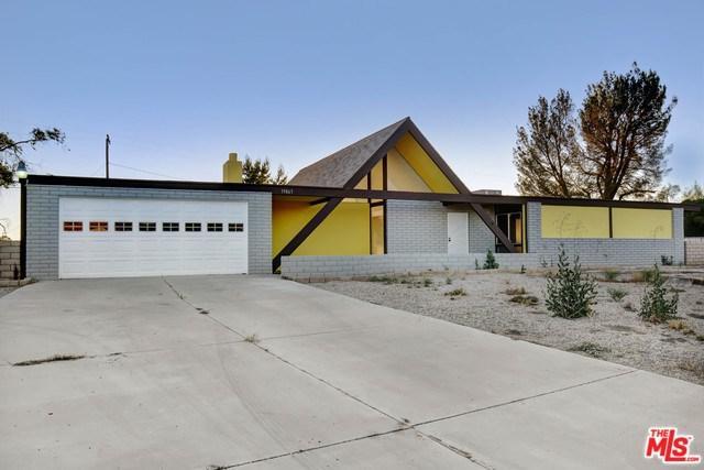 19863 Chaska Court, Apple Valley, CA 92307 (#19482286) :: Vogler Feigen Realty
