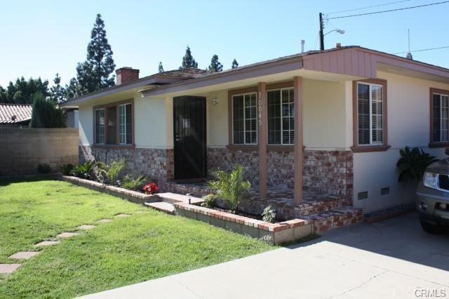 10045 Brookshire Avenue, Downey, CA 90240 (#DW19163046) :: The Darryl and JJ Jones Team
