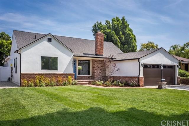 12737 Califa Street, Valley Glen, CA 91607 (#SR19163215) :: Veléz & Associates