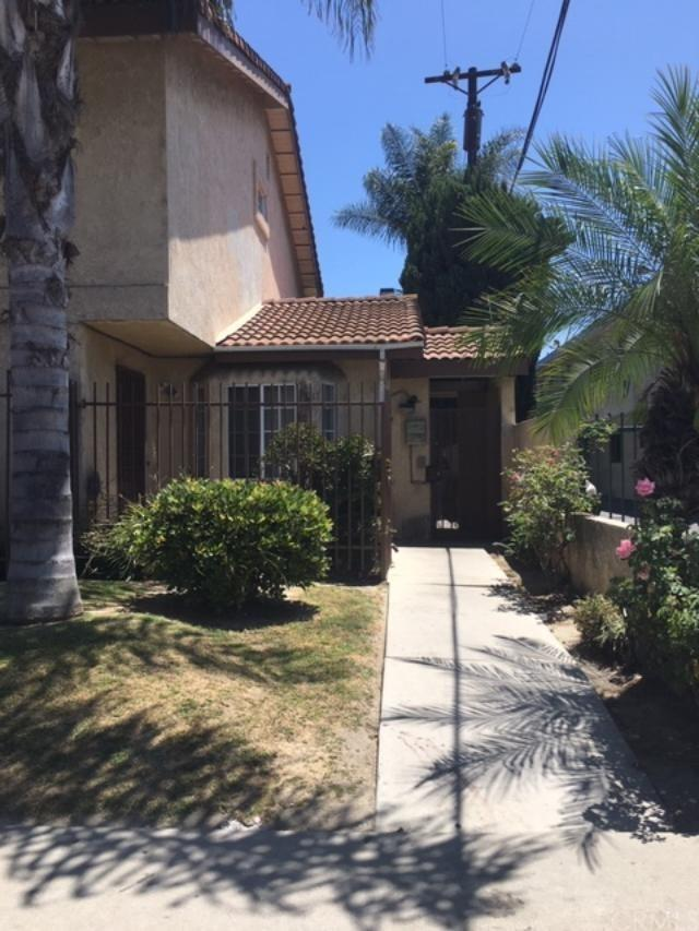 8032 Rose Street #15, Paramount, CA 90723 (#DW19164685) :: Fred Sed Group