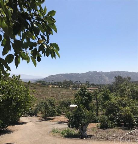 950 El Paseo, Vista, CA 92084 (#SW19163003) :: Go Gabby