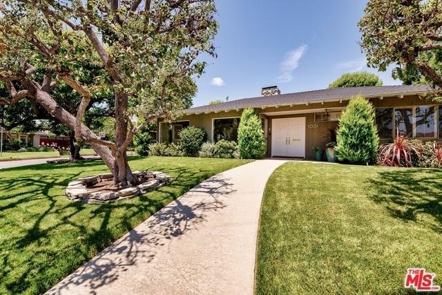 1031 Villa Grove Drive, Pacific Palisades, CA 90272 (#19482482) :: DSCVR Properties - Keller Williams