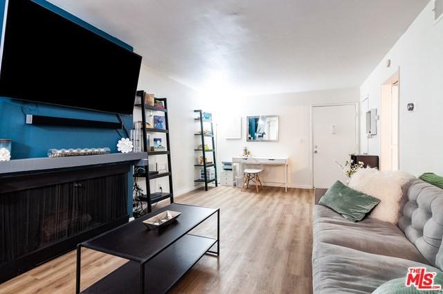 13109 Summertime Lane #109, Culver City, CA 90230 (#19488200) :: Abola Real Estate Group