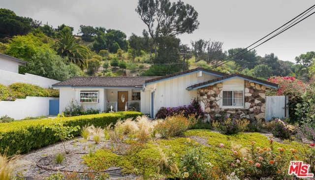 834 Jacon Way, Pacific Palisades, CA 90272 (#19488132) :: DSCVR Properties - Keller Williams