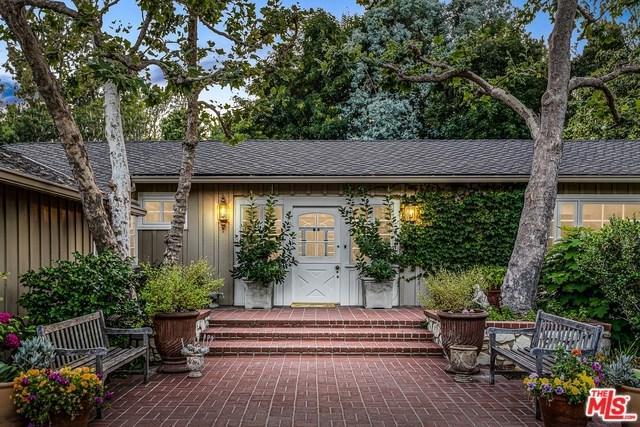 1665 Mandeville Canyon Road, Los Angeles (City), CA 90049 (#19488298) :: Go Gabby