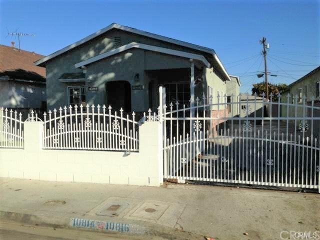 10816 Lou Dillon Avenue, Los Angeles (City), CA 90059 (#PW19167653) :: Z Team OC Real Estate
