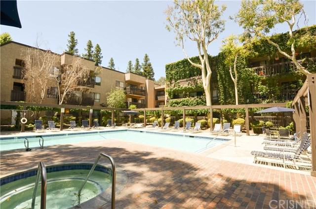 22100 Burbank Boulevard 339D, Woodland Hills, CA 91367 (#SR19169114) :: RE/MAX Masters