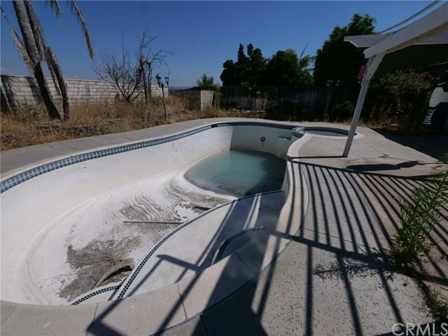 7037 Grove, Highland, CA 92346 (#IG19169225) :: Z Team OC Real Estate