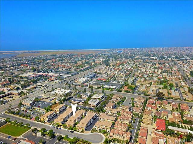 16895 Airport Circle #106, Huntington Beach, CA 92649 (#OC19169756) :: Scott J. Miller Team/ Coldwell Banker Residential Brokerage