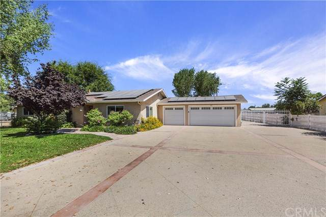 1197 Carob Lane, Norco, CA 92860 (#IG19169685) :: Fred Sed Group