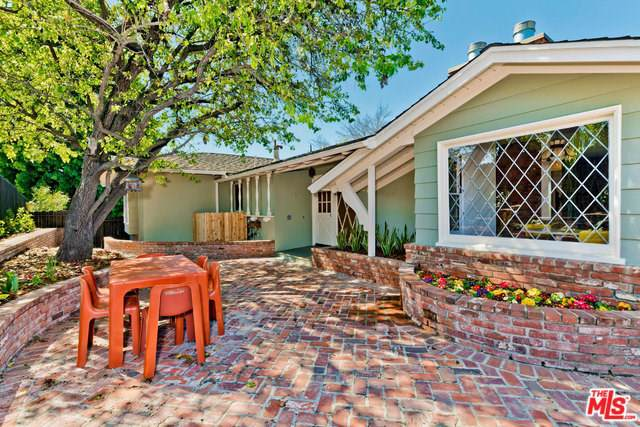 11490 Laurelcrest Road, Studio City, CA 91604 (#19490198) :: Fred Sed Group
