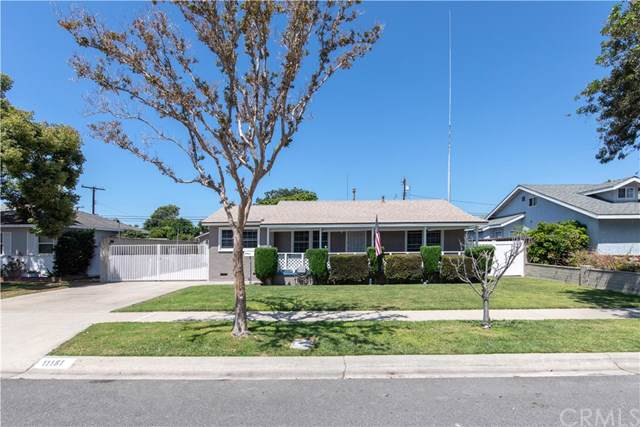11181 Essex Drive, Los Alamitos, CA 90720 (#SW19171973) :: The Marelly Group | Compass