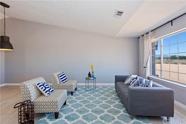 12525 Mission Street, Hesperia, CA 92344 (#CV19170703) :: Z Team OC Real Estate