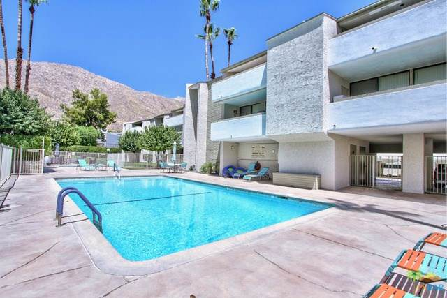 251 E La Verne Way D, Palm Springs, CA 92264 (#19490100PS) :: Fred Sed Group