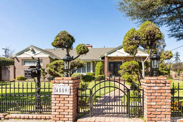 4559 Morella Avenue, Studio City, CA 91607 (#SR19153256) :: The Laffins Real Estate Team