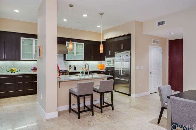 402 Rockefeller #301, Irvine, CA 92612 (#NP19172703) :: The Marelly Group | Compass