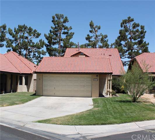 19275 Cottonwood Drive, Apple Valley, CA 92308 (#CV19173401) :: Heller The Home Seller