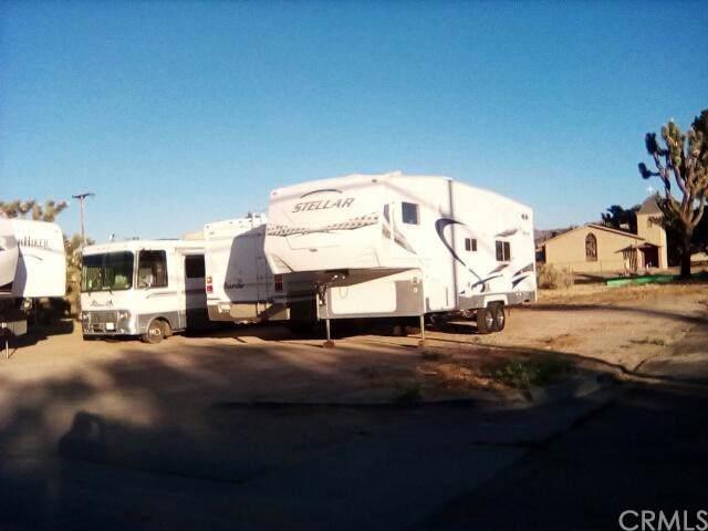 3 Santa Fe, Yucca Valley, CA 92284 (#IV19174916) :: Team Tami