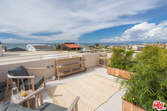 2448 Silverstrand Avenue, Hermosa Beach, CA 90254 (#19494884) :: California Realty Experts