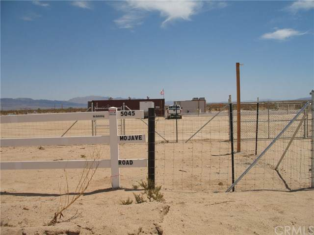 5045 Mohave Road, 29 Palms, CA 92277 (#NP19187461) :: The Laffins Real Estate Team