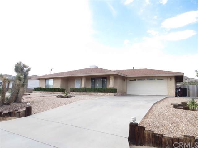 57442 Saint Marys Drive, Yucca Valley, CA 92284 (#JT19187952) :: Go Gabby