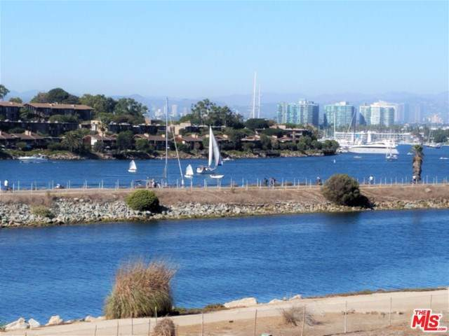 6220 Pacific Avenue #303, Playa Del Rey, CA 90293 (#19498598) :: The Danae Aballi Team