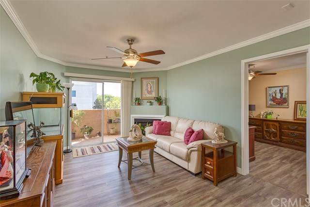 11410 Brookshire Avenue #213, Downey, CA 90241 (#PW19192594) :: California Realty Experts