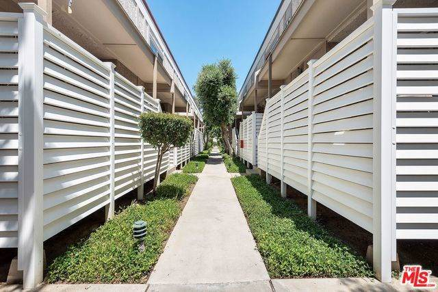 18333 Hatteras Street #124, Tarzana, CA 91356 (#19499576) :: Faye Bashar & Associates