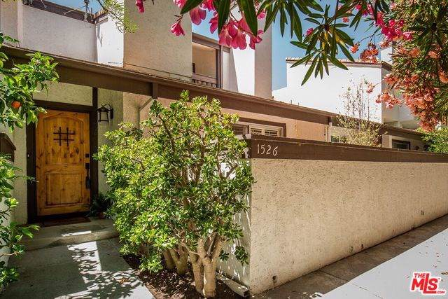 1526 Palisades Drive, Pacific Palisades, CA 90272 (#19497870) :: The Miller Group