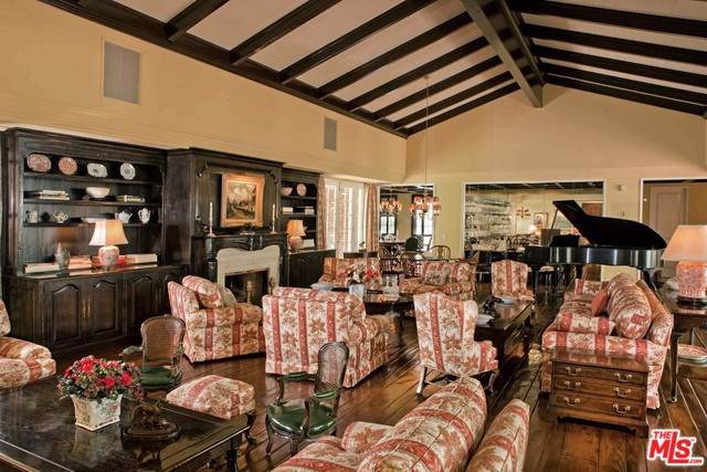 1121 N Beverly Drive, Beverly Hills, CA 90210 (#19499336) :: The Houston Team | Compass