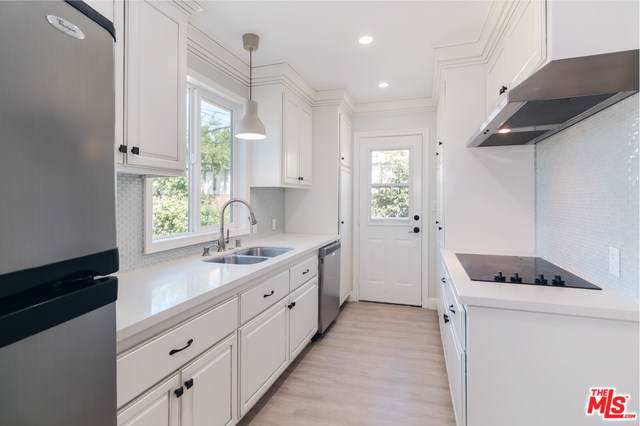 6951 Cozycroft Avenue, Winnetka, CA 91306 (#19499696) :: The Marelly Group | Compass