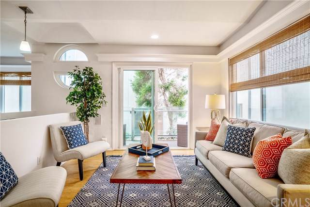1517 Crest Drive, Manhattan Beach, CA 90266 (#SB19195795) :: California Realty Experts