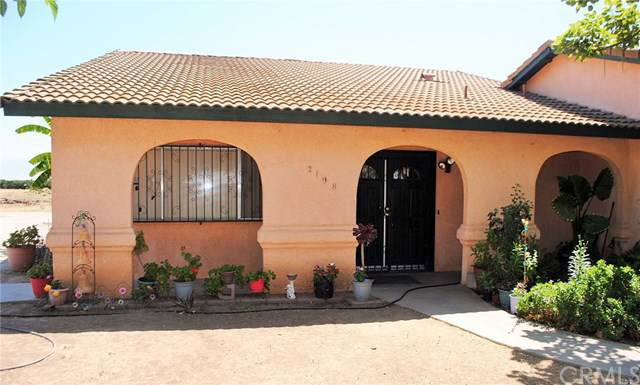 2198 S Indiana Street, Porterville, CA 93257 (#PW19196162) :: Heller The Home Seller