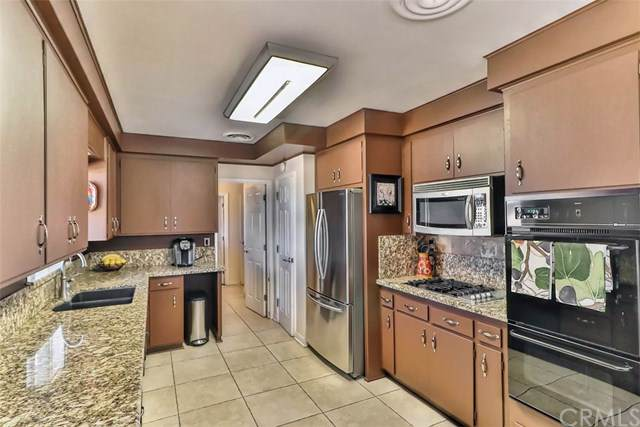 14411 Hesperia Road, Victorville, CA 92395 (#IV19196539) :: Rogers Realty Group/Berkshire Hathaway HomeServices California Properties